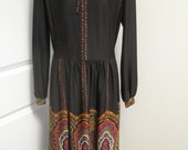 Ladies Hippie Dress 60s 70s Dress Black and Paisley Retro Polyester Dress with Elastic Waist and Tie Neck L Large Size 18 Sears