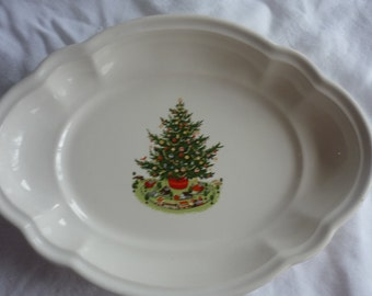 Lovely Pair of Pfaltzgraff Christmas Tree Plates