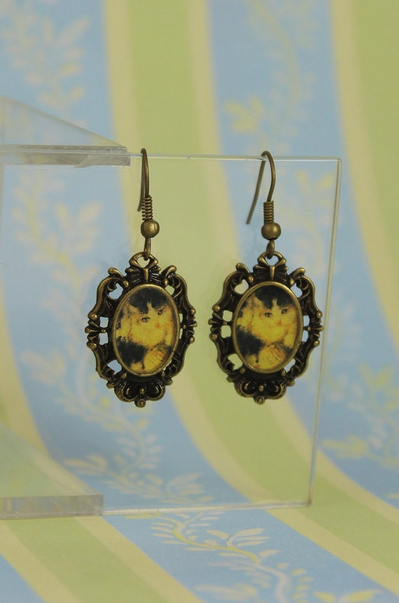 Victorian Black and White Kitties Cats Resin Vintage Antique Bronze Earrings (E83)
