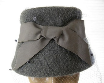 vintage. GREY. felted. WOOL. netting. BOW. 1960s.