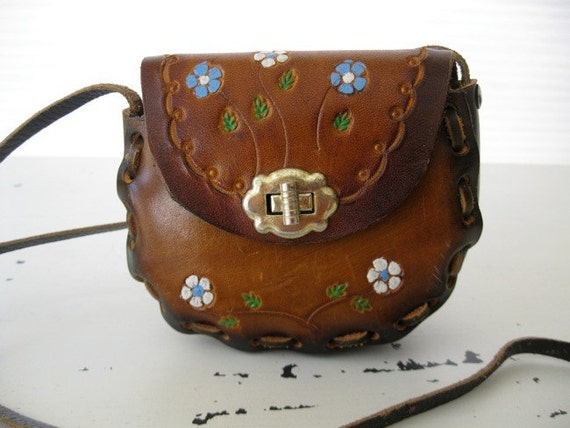 vintage. TOOLED. flower. LEATHER. 1970s. PURSE. brown.
