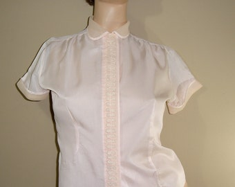 PRETTY IN PINK 1950s Blush Pink Sheer Fitted Button Down Blouse with Lace Detail / Medium Large