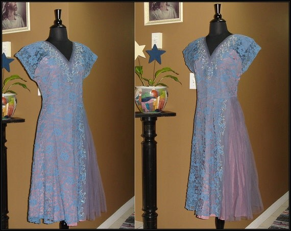 Killer 1940s Periwinkle and Purple / Lace Tule / Swing / Party / Wedding / Cocktail /Dress / 31 inch Waist / Medium Large