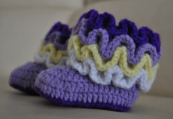 Items similar to Crochet ruffle baby booties PATTERN on Etsy