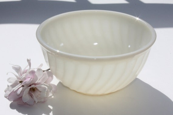 Fire King Ivory Lustreware Swirl Vintage Milk Glass Bowl Excellent 8 inch