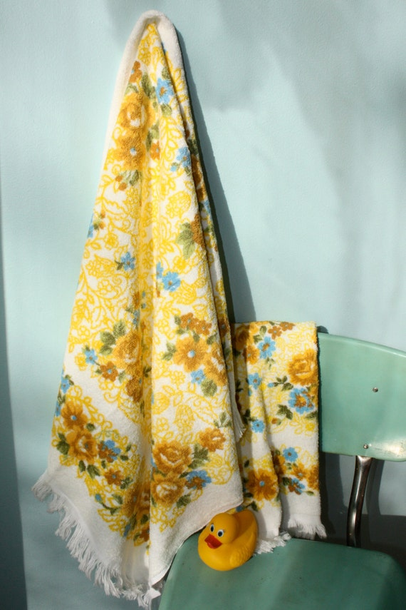 Yellow Gold and Blue Floral Lady Pepperell Bath Towel Set Unused