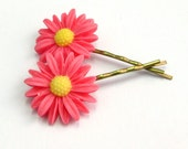 Daisy Hair Pins in Bright Pink