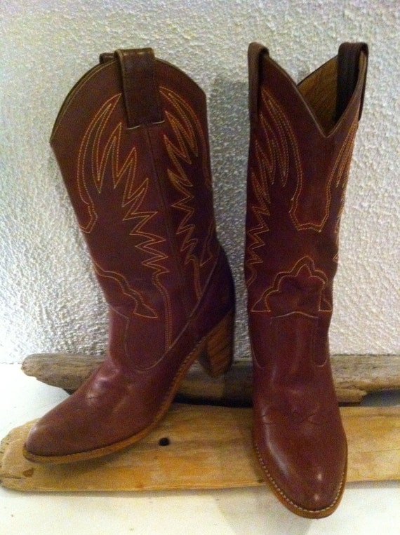 Sz. 10 Embroidered Women's Cowboy Boots w/ Stacked Heels
