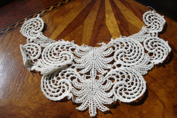 Edwardian Ladies Collar early 1900s Gorgeous crocheted detailing