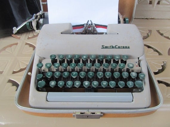 Vintage Smith Corona Clipper Typewriter with case and KEY