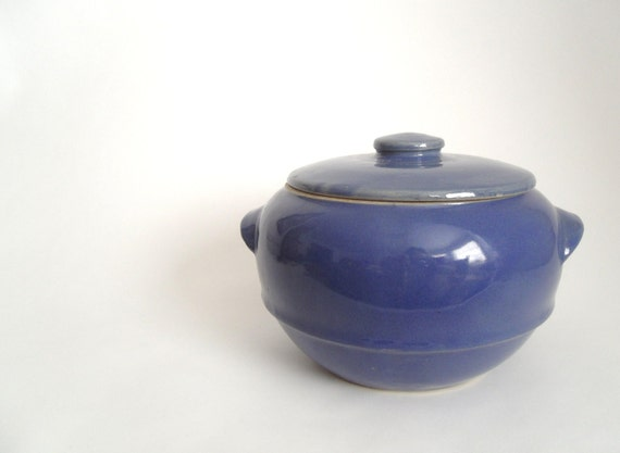 Blue Ringed Bean Pot - USA mark - 2 Quart - 1940s Ohio