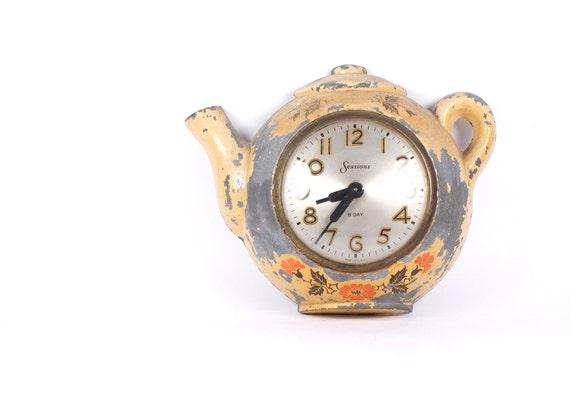 Vintage shabby clock. Teapot clock.