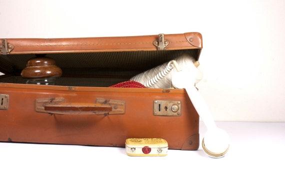 Vintage caramel brown travel bag.