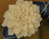 Blue Yarn Wreath with Large White Dahlia