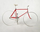 Red Fixed Gear Wire Bike