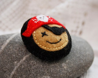 Felt Pirate brooch Boys brooch Black and Red pirate Kids felt jewelry Boys accessory Boys stocking stuffer