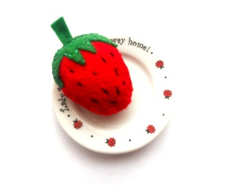Felt strawberry brooch pin Kids jewelry Valentines day gift Red strawberry brooch