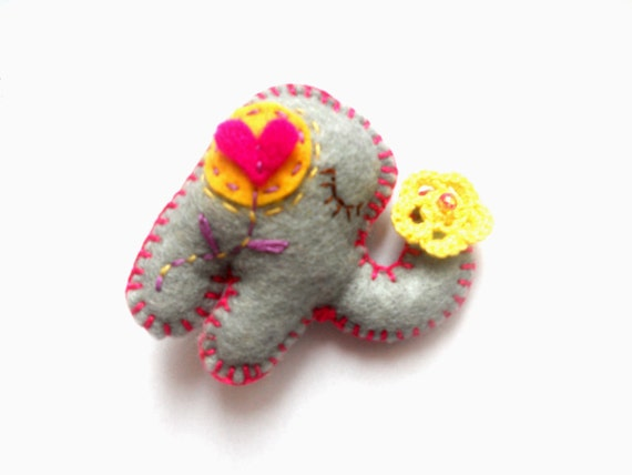 Felt brooch Elephant, felt animal pin, childrens jewelry, kids autumn fall accessory Valentines day gift