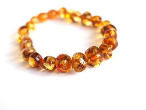 Elegant Baltic Amber Bracelet. Honey color amber beads.