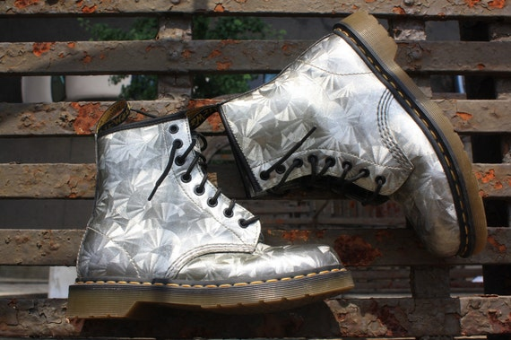 Doc Dr. Dr Martens Metallic Holographic Silver Patent Leather Design Boots Womens 8 7.5 Mens 6 5.5