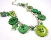 SALE - Le pendrilloche - Button necklace - Green