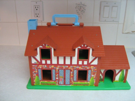VINTAGE  FISHER PRICE house little people tudor house 1986 collectable, supplies,