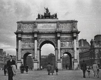 Vintage Photo: Paris Street Scene near Arch de Carrousel, 1949