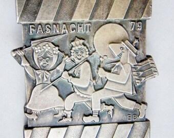 Vintage Brooch Silver metal Carnival 79