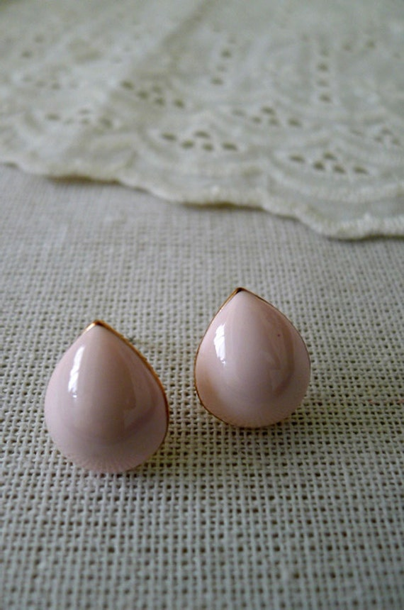 tiny teardrop in pink pastel colour post earrings, stud earrings, simple metal earrings, geometric earrings