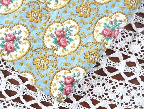 Vintage ROSES COTTON FABRIC, Pink roses on a Bleu background with gold/ yellow baroque pattern, cotton.
