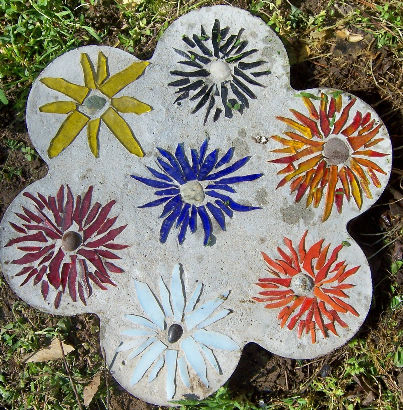 Mosaic Garden Stones: Stained Glass Mosaic Garden Stepping Stone With Floral Spray
