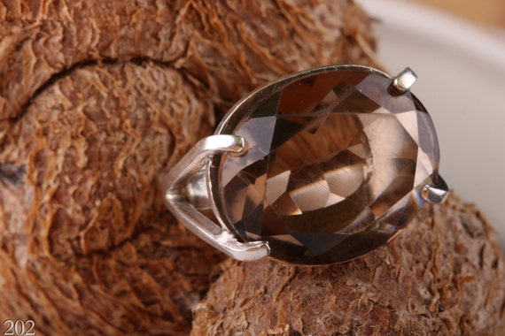 Classic 925 silver ring set with an amazing smoky quartz stone