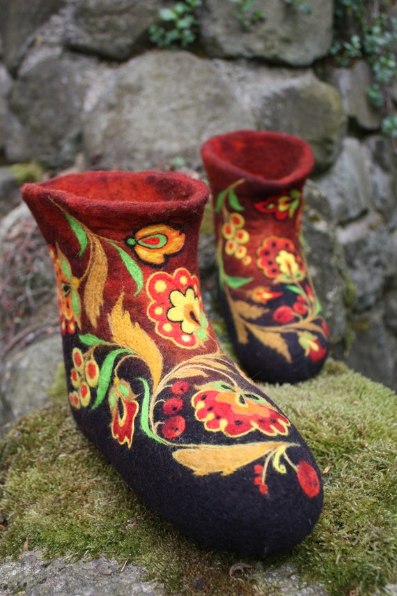 Felted Low shoes- Coloured Khokhloma Made to order