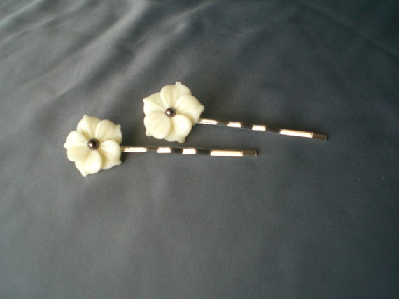 Pair of vintage-style flower bobby pins - rich cream with brown pearl center