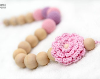 Certified Organic Teething Necklace in pastel baby pink, lavender and crochet flower. Breastfeeding/Nursing mom accessory