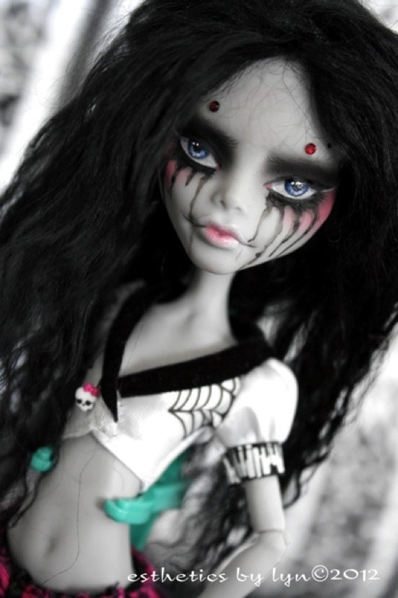 Poison Tears - A Monster High Ghoulia OOAK Repaint by Lyn
