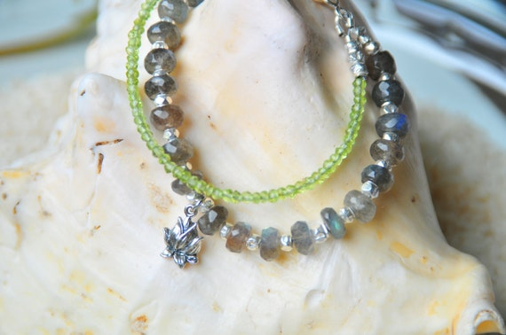 Gray, Blue and Green Labradorite and peridot beaded bracelet with sterling silver lotus charm
