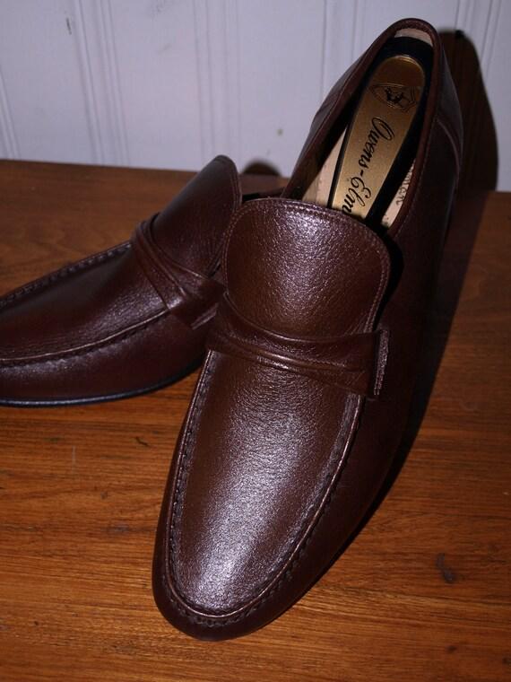 Vintage Jarman Handsewn Mens shoe.Excellent condition Slip on loafer leather Med brown hues Sz 10.5