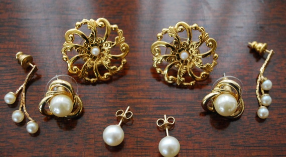 lot of 4 faux pearl and gold tone earrings