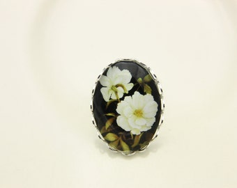 White flower ring (1825)