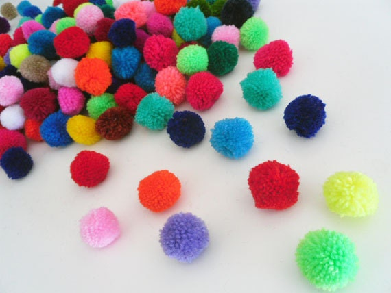 200 Yarn Pom Poms Mixed colors,bright,decorate,handmade supplies,Pompoms,Baby Pom,Garland,Party