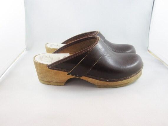 REDUCED 1970s. Scandinavian design. Kvalitetstoffel classic brown CLOGS. MINIMAL. Made in Sweden. size 35.
