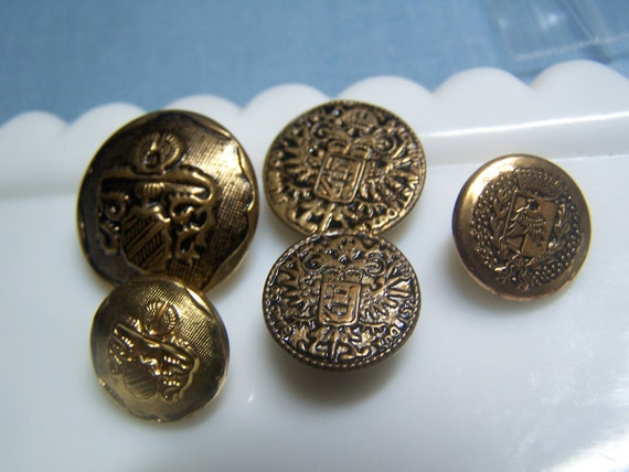 Unusual Vintage Odd Lot  of 5 Brass and Brass Tone Metal Coat of Arms & Crests (no. 732)