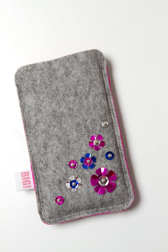 Felt phone case for iPhone or smartphone - Grey with pink and small shiny flowers - BLING