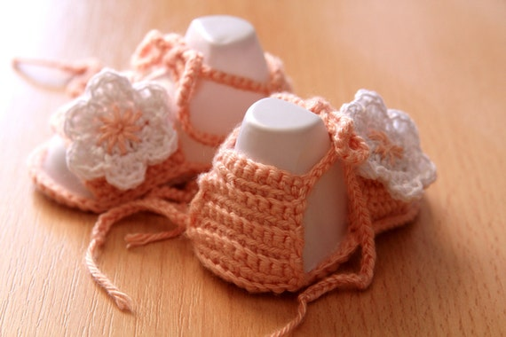 Crochet Pattern. This is a PATTERN for crocheted baby's bootees - flip-flops (sandales). Pink.