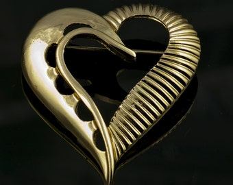 Romantic Goldtone Heart Brooch Unsigned 1980's Excellent Condition Pin Gold Tone Retro Antique Love Romance