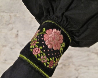 50s Umbrella - Nice Embroidered Case - Mint Condition