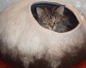 Pets cave ,cat cave,pets cat bed, for balt cat,vase,hand crafted.Eco friendly.OOAK
