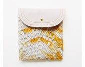 DOILY POUCH / ivory yellow