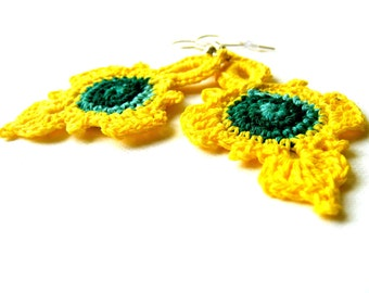 Crochet romantic earrings in spring colors.